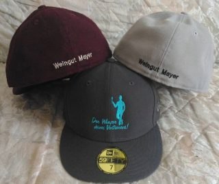 """Logostick auf Kundencap's vom Weingut Mayer www.weingut-mayer.at """"Der Winzer deines Vertrauens!"""". #NEUTEX #Stickerei  #Bestickung #Logo #Cap #Weingut #Mayer"""