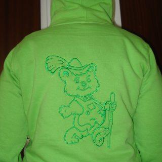Kaputzensweater mit Wanderbär. #sticken #veredelung #sweater